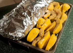 Запекание форели в духовке в фольге - фото шаг 5