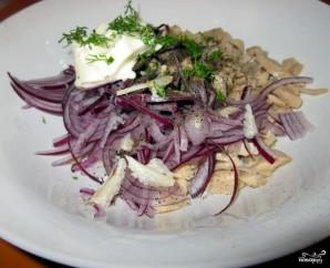 Салат из маринованных кальмаров - фото шаг 4