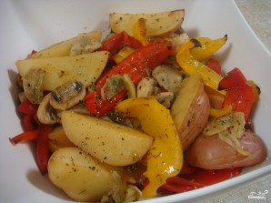 Картошка с грибами в мультиварке - фото шаг 6