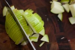 Шарлотка с манкой и яблоками - фото шаг 1