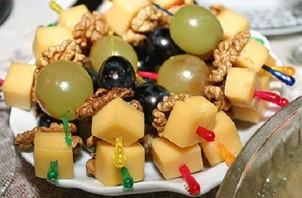 Канапе с сыром и виноградом - фото шаг 2