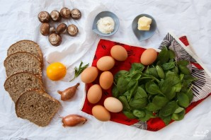 Яичница со шпинатом и грибами в духовке - фото шаг 1