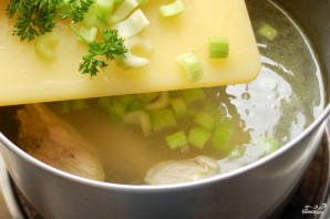 Куриный суп с лапшой роллтон - фото шаг 3