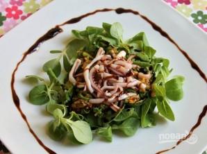 Салат из кальмаров без майонеза - фото шаг 8