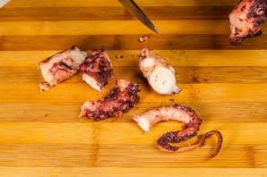 Салат с осьминогом - фото шаг 4