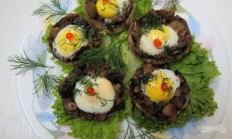 Шампиньоны с перепелиными яйцами в микроволновке - фото шаг 7