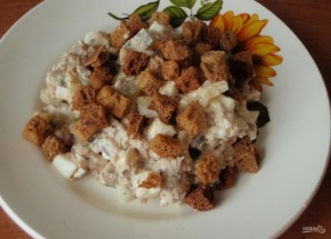 Рыбный салат из консервов сайры - фото шаг 5