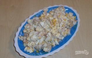 Салат с кукурузой и солеными грибами - фото шаг 5
