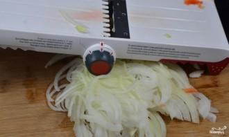 Салат с курицей и маринованными грибами - фото шаг 3
