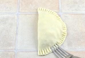 Жареные пирожки с курицей - фото шаг 7