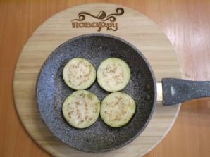 Жареные баклажаны с помидорами и сыром - фото шаг 4
