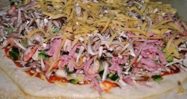 Пицца с креветками и грибами - фото шаг 6