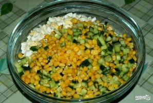 Салат с кукурузой и огурцом - фото шаг 5