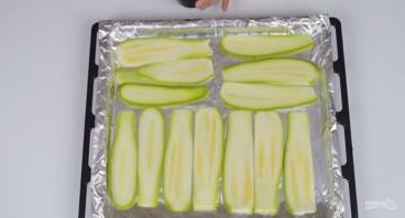 Салат из кабачков под зеленой заправкой - фото шаг 1