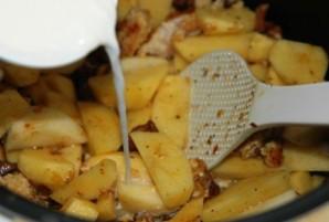 Лисички, запеченные в сметане с картофелем - фото шаг 3