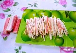 Салат с морской капустой и крабовыми палочками - фото шаг 3