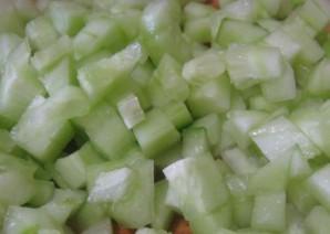 Простой салат с вареной колбасой - фото шаг 3