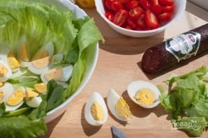 Салат с колбасой и сухариками - фото шаг 1