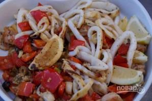 Салат из кальмаров с креветками - фото шаг 5
