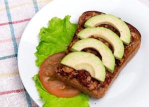 Сытный бутерброд с авокадо - фото шаг 3