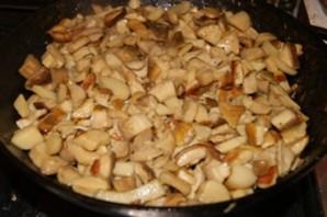 Тушеные белые грибы - фото шаг 3