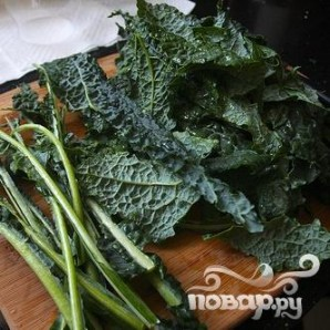 Салат из кале с сыром и хлебом - фото шаг 1