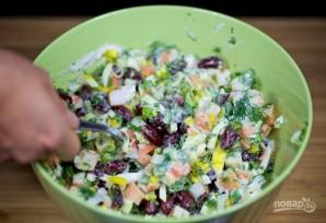 Крабовый салат с красной фасолью - фото шаг 6