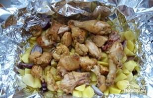 Курица с картофелем в фольге - фото шаг 5