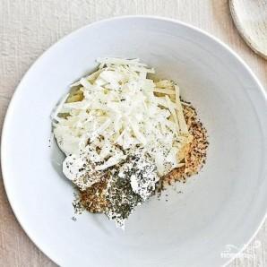 Грибы, фаршированные сливочным сыром, пепперони и перцем - фото шаг 2