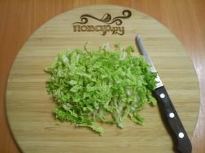 Салат из пекинской капусты с кукурузой - фото шаг 2