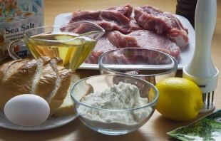 Мясо в панировке в духовке - фото шаг 1