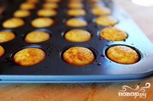 Кукурузные мини-маффины с черникой и ванильным маслом - фото шаг 6
