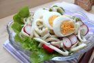 Простой рецепт салата с кальмарами
