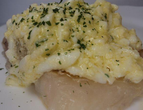 Рыба отварная с соусом польским - фото шаг 8