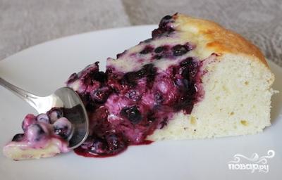 Пирог с черникой и сметаной