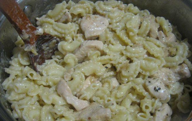 Паста c куриной грудкой под сливочным соусом - фото шаг 9