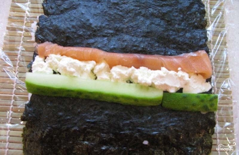 Ролл с лососем - фото шаг 4