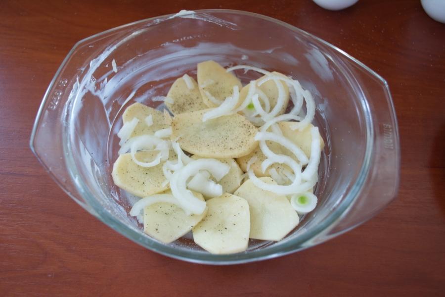 Запеканка с колбаской и сыром - фото шаг 4