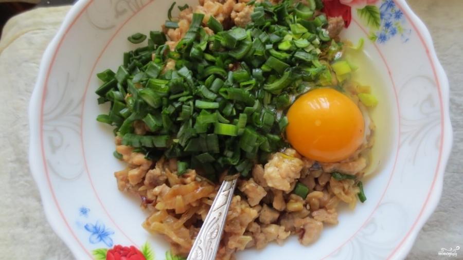 Рулет из лаваша с яйцом и сыром - фото шаг 5