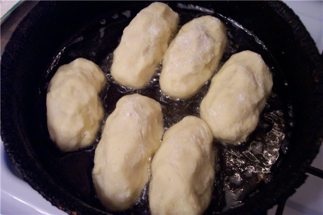 Пирожки с сосиской - фото шаг 8