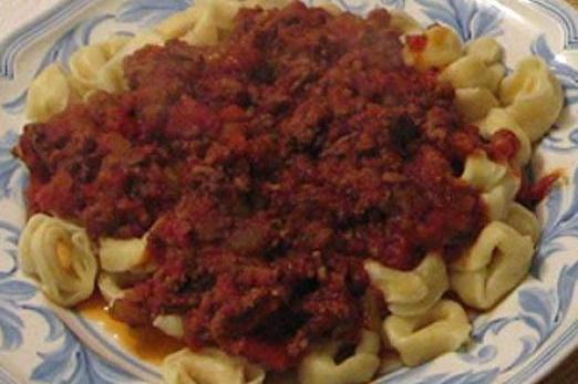 Сырный Тортеллини с мясным соусом