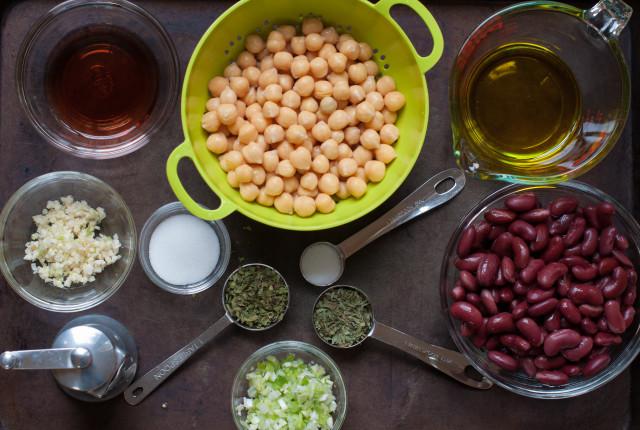 Рецепт Салат из нута и фасоли