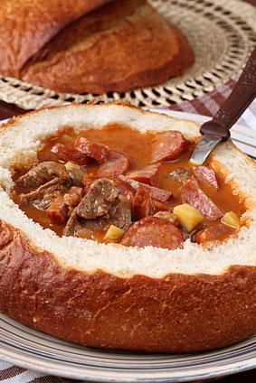 Суп-гуляш в хлебе - фото шаг 5