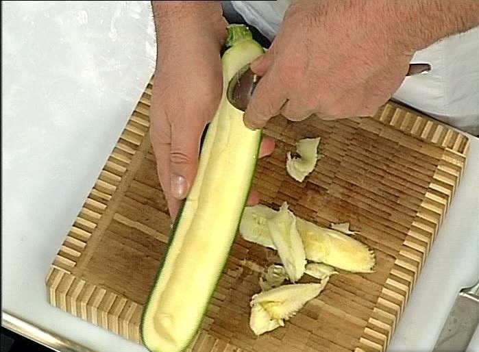 Рецепт Кабачки с тушенкой