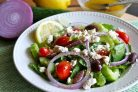 """Салат """"Греческий"""" с лимонно-чесночной заправкой"""