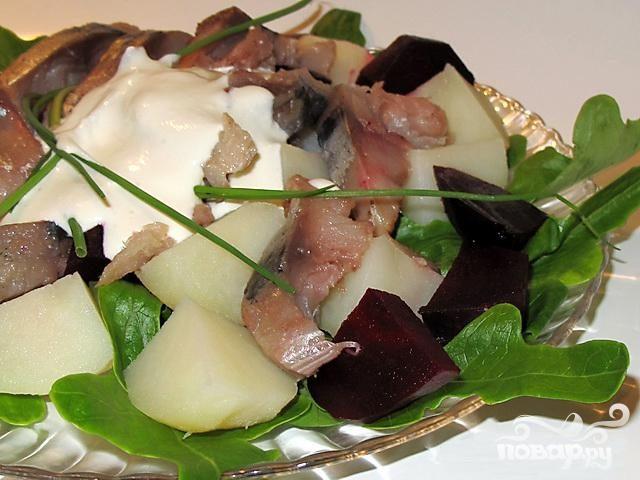 Рецепт Салат из копченой рыбы