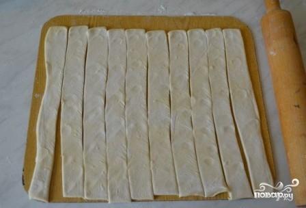Сосиски в слоеном тесте в духовке - фото шаг 2