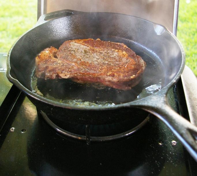Стейк из свинины на сковороде - фото шаг 5