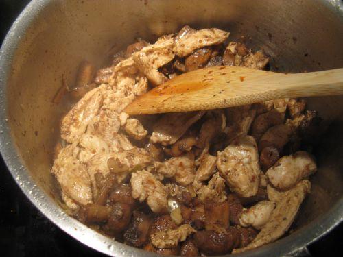 Паэлья с курицей и грибами - фото шаг 6