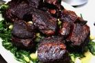 Говяжьи ребрышки с овощами и сливочным соусом